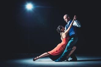 דרושים רקדנים ורקדניות מגניבים/ות בגילאי 25-40 לצילומי פרסומת בתשלום