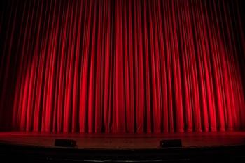 """""""אוטוטו זוכה בלוטו"""" - הצגת יחיד של תיאטרון הקאמרי בשיתוף המרכז תיאטרון עכו"""