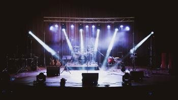 דרושים זמרים מנוסים או הרכבי להקות  להופעות בבר איכותי ומגניב בצפון הארץ