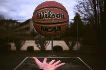 לצילומים בתשלום דרושים בחורים גבוהים 187 פלוס שיודעים לסובב כדורסל על האצבע
