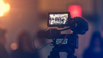 דרושים 4 ניצבות בתשלום סמלי לצילומי סרט סוף שנה בתאריך ב21.8